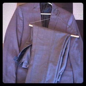 Kenneth Cole Reaction gray suit set, size 40x 33